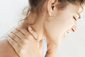 neck-pain-woman-200-300